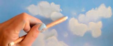 nuages blancs sur ciel bleu au pastel avec l'artiste Cindy Barillet